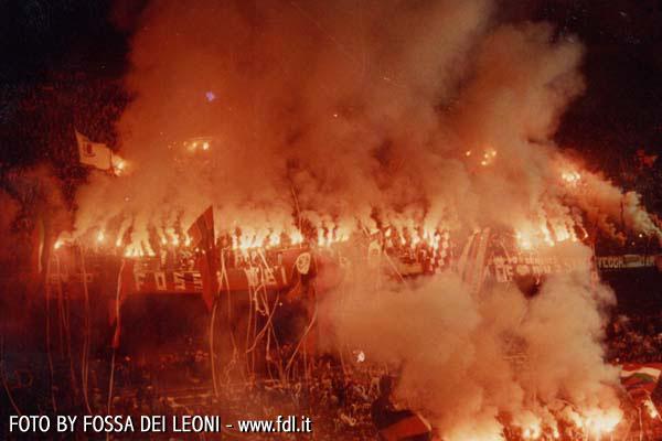 Photos Pyrotechnie (Torches, Pots à Fumée...) Ultras13